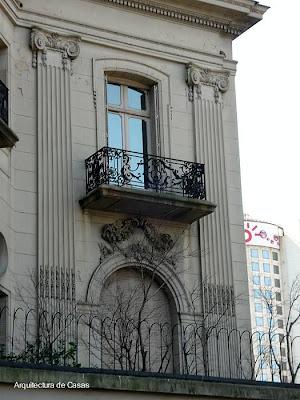 Ventana del palacio Ortíz Basualdo