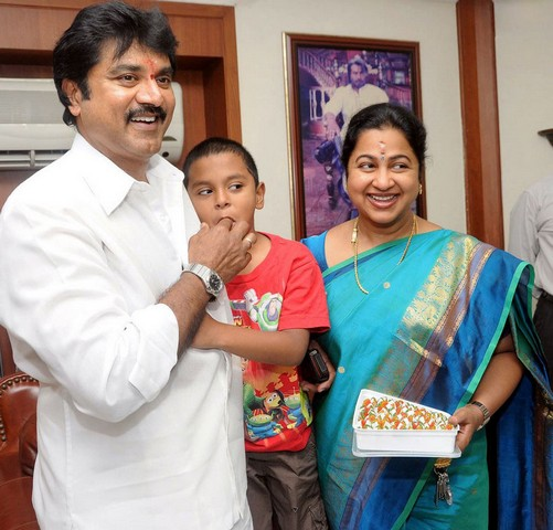 World Lovers Photos: Sarathkumar -Radhika Family photos[1]