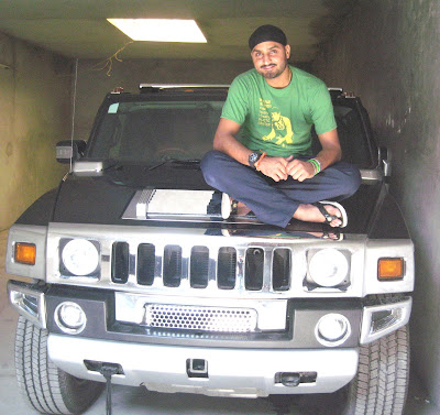 photo of Harbhajan Singh Hummer - car