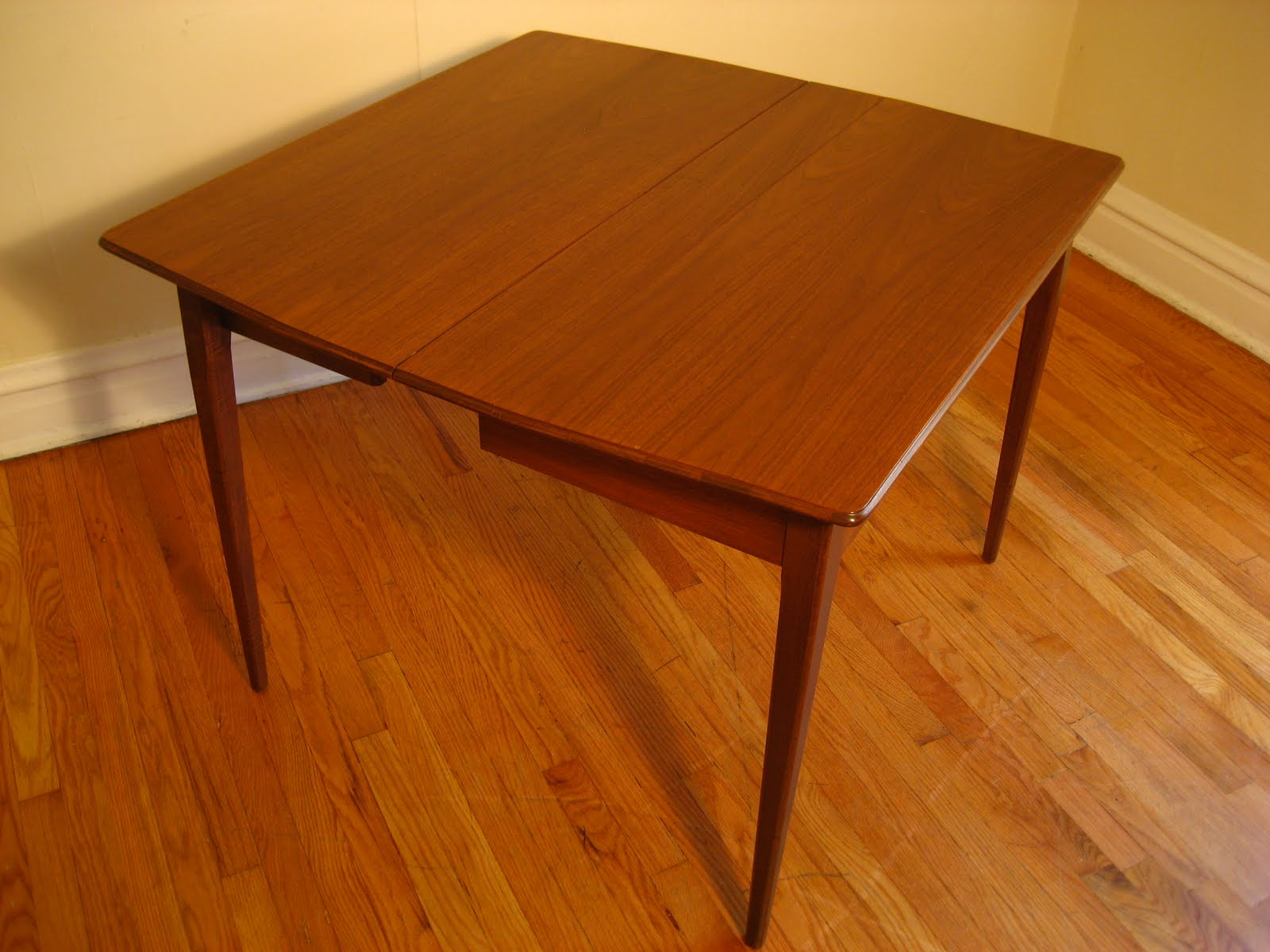 flatout design MCM Portable Dining Table : expandingdiningtable008 from flatoutdesign.blogspot.com size 1600 x 1200 jpeg 157kB