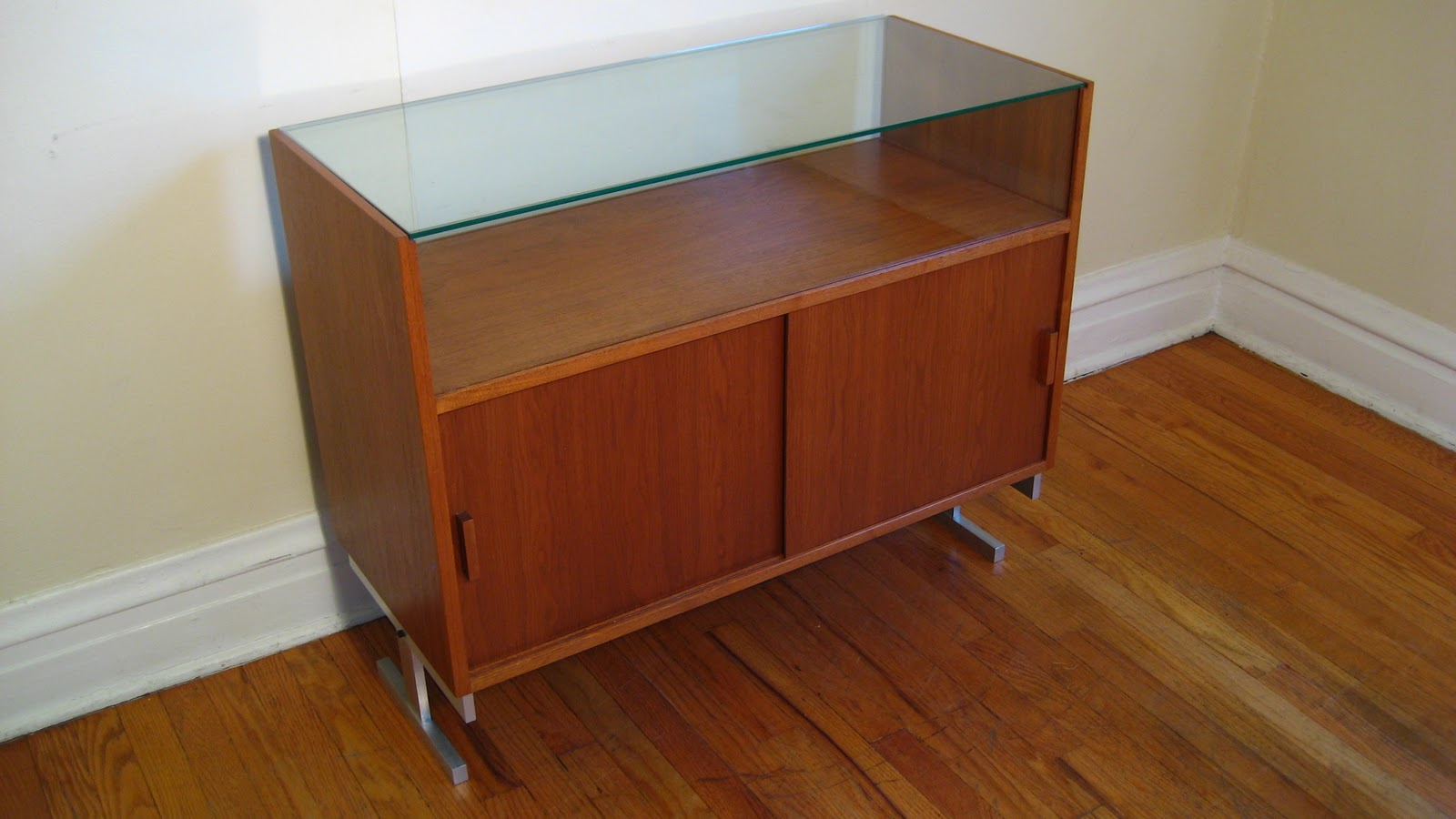 how to make a flat display cabinet