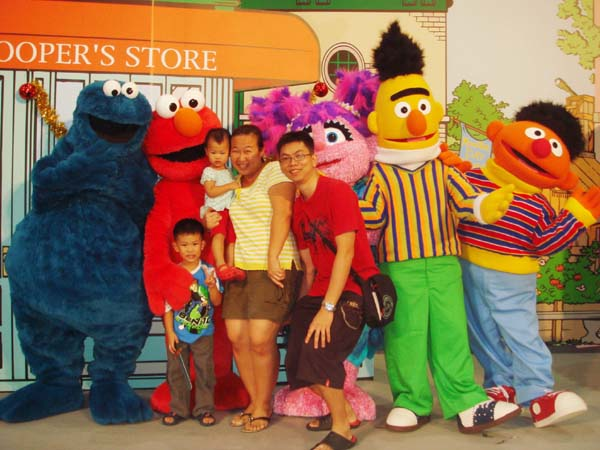 Rayens diary sesame street live compass point i dont really know lah as i only wake up for the meet and greet session but i am very happy to see elmo keep saying elmo elmo m4hsunfo