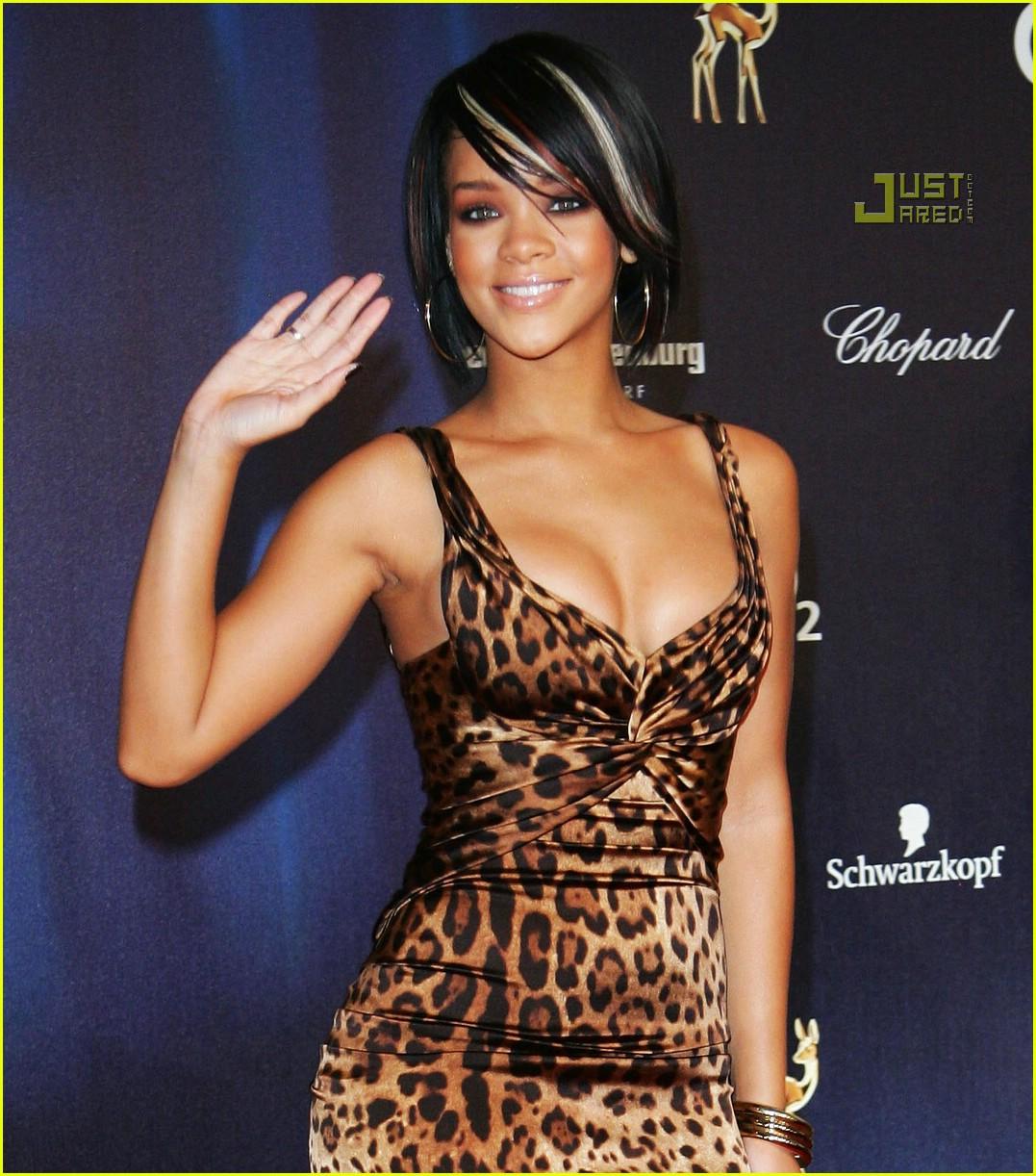 http://1.bp.blogspot.com/_nO3Qsv16nVA/R1A5yF92uLI/AAAAAAAAAx8/ezWPfvn_6Mg/s1600-R/rihanna-bambi-awards-2007-11.jpg