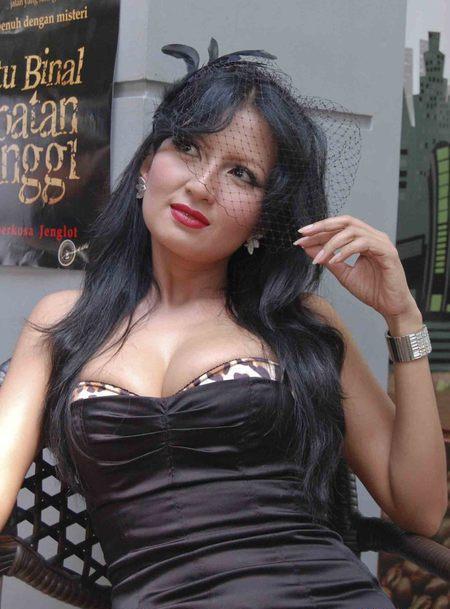 artis indonesia payudara besar