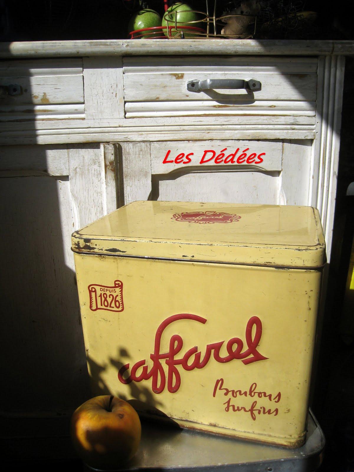 Les dedees vintage recup creations grande boite metal bonbons surfins by anne - Boite a gateau metal ...