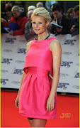 Gwyneth Paltrow (gwyneth paltrow hot pink prada )