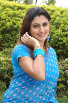 hot & cute actress malavika in saree photos/wallpapers