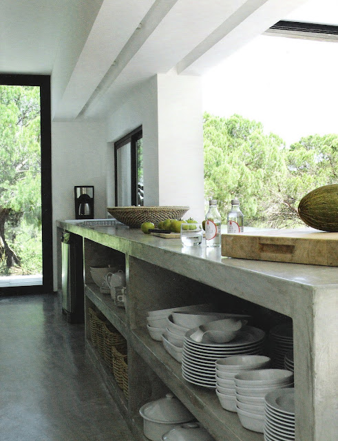 Stone concrete open shelving, kitchen with garden views, Ct Sud Avril-Mai 2009, edited by lb for linenandlavender.net