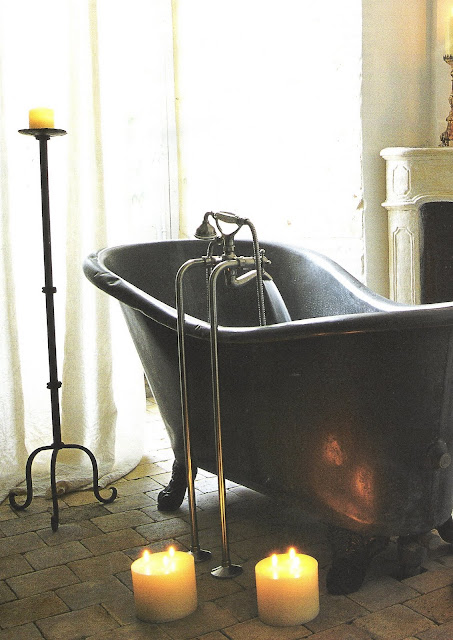 bathing room, image via Côté Sud Dec 03-Jan 04 as seen on linenandlavender.net
