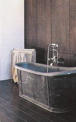 Côté Sud, Dec2003-Jan2004 free-standing bathtub edited by lb for linenandlavender.net