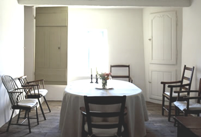 country house dining room by Axel Vervoordt, imaged edited by lb for linenandlavender.net (l&l)