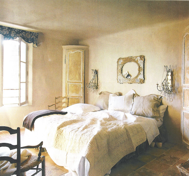 Côté Sud, Fev-Mar03 romantic bedroom, French sconces edited by lb for linenandlavender.net