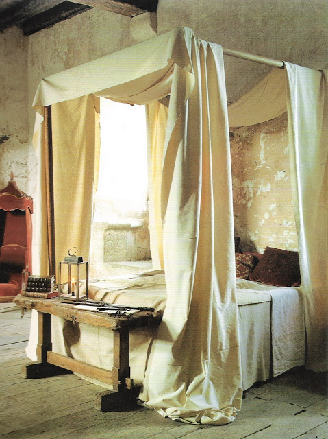 Making the Most of Bedroom by Karen Howes, canopy bed, old plaster walls, edited by lb for linenandlavender.net