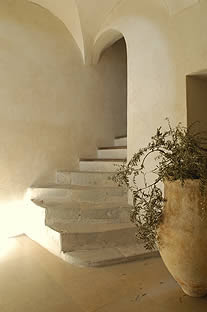 image via La Grande Bégude as seen on linenandlavender.net - http://www.linenandlavender.net/2009/11/design-daily-hotel-feature-la-grande.html