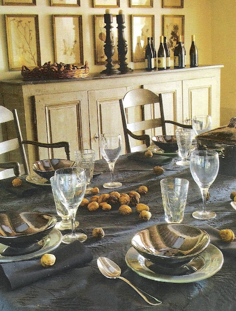 Chestnuts festive table setting image via Maisons Côté  Sud Dec08-Jan09 as seen on linenandlavender.net