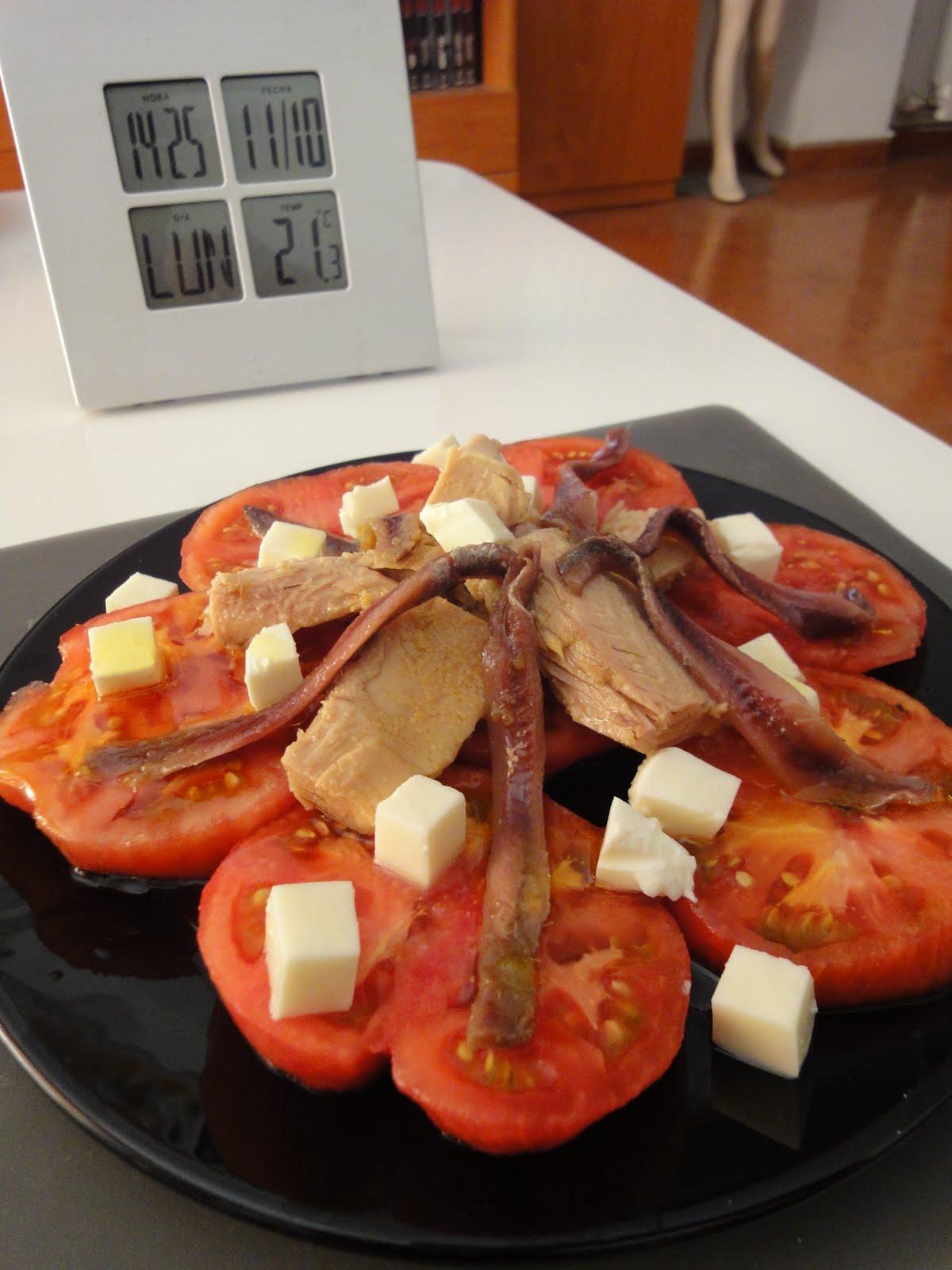 Clases de cocina zaragoza ensalada de tomate con tacos de at n y anchoas del cant brico - Cursos de cocina zaragoza ...