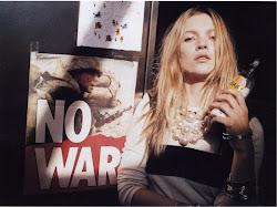 (L)Kate Moss