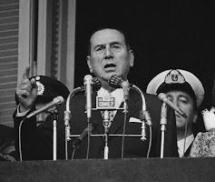 Perón echa a los montoneros de Plaza de Mayo