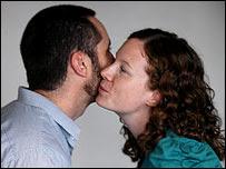 http://1.bp.blogspot.com/_nVGyx975u38/Rw9qm2no-sI/AAAAAAAABNc/84LvkoFMTxo/s320/Air_Kiss.jpg