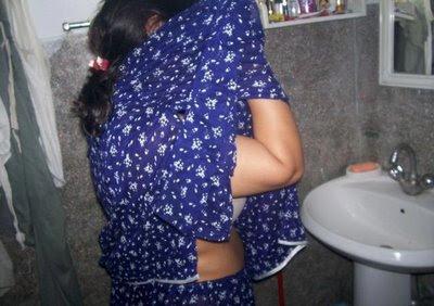 Indian aunty saree hidden cam dress change
