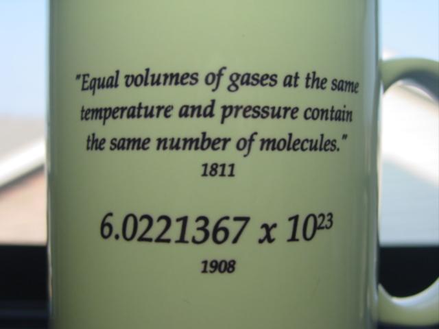 Avogadro2 Ni Guillotin inventó la guillotina ni Avogadro su número.