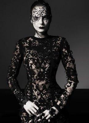 http://1.bp.blogspot.com/_nXNrMvaiBMo/SPbygOycH0I/AAAAAAAAHq8/nSgL_REA-IM/s400/vogue-italy-gothic1.jpg
