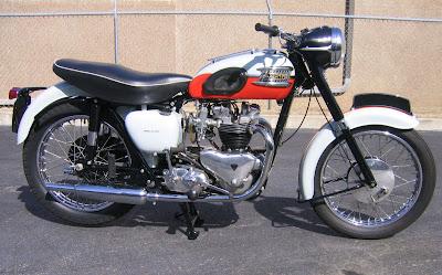 MOTOR Deus Triumph Bonneville