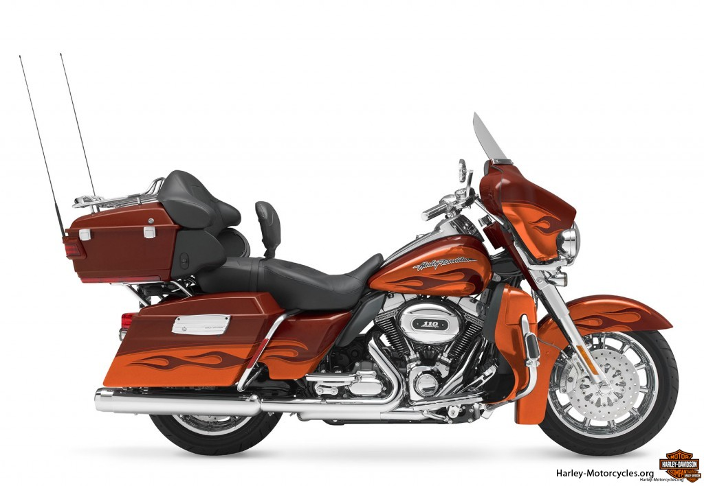 FLHTCUSE5   Harley Davidson CVO Ultra Classic Electric Glide review