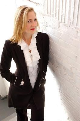 Teresa Buchholz, mezzo-soprano (photo by Josh South)