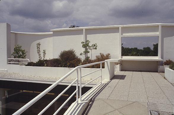 Arch 1201 2010 eugene kirkwood solarium of villa savoye - Le corbusier tetto giardino ...