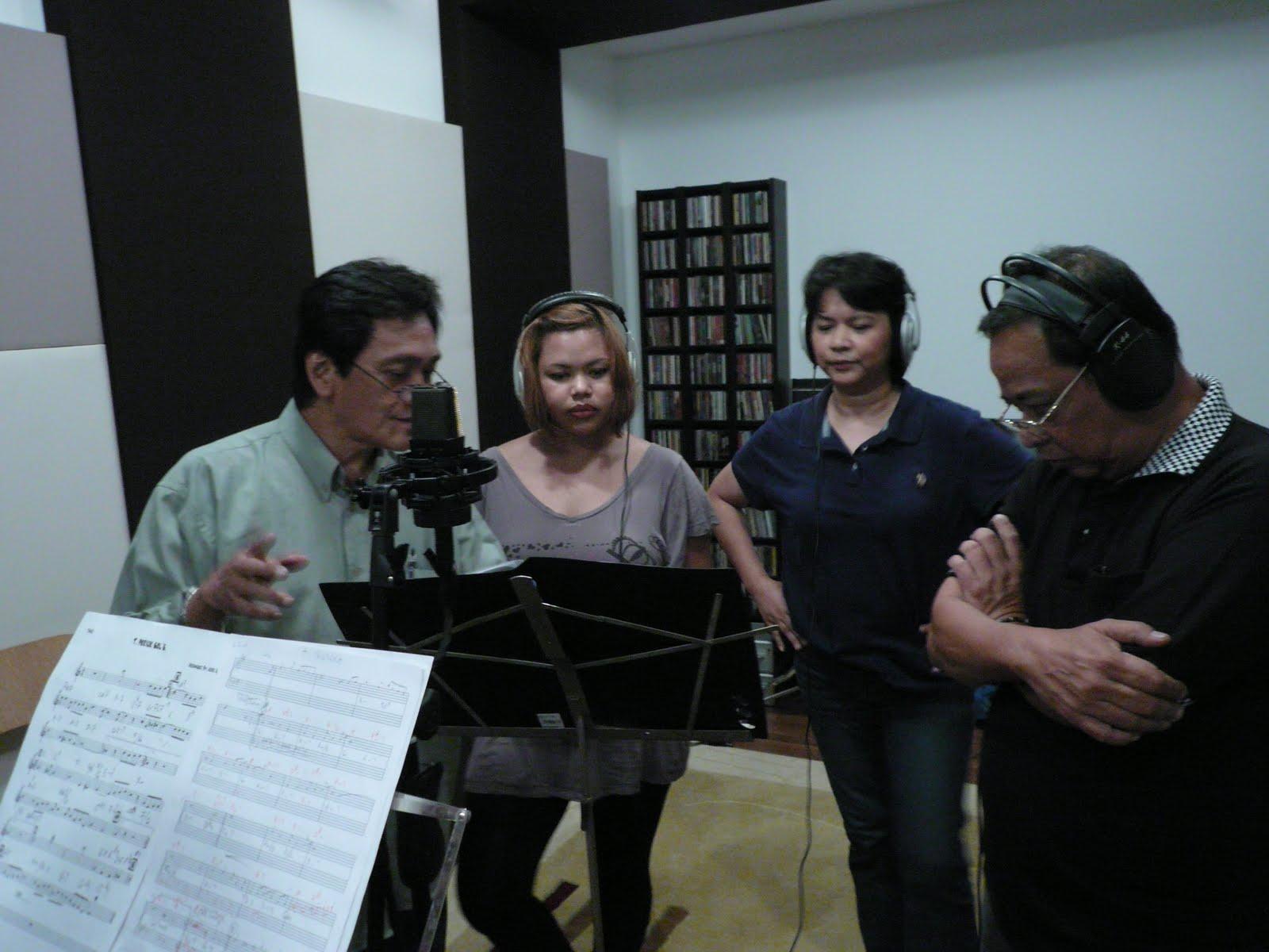 http://1.bp.blogspot.com/_nZh0l1CipXY/TA_h1HnLn7I/AAAAAAAADow/s_pfqD43FmY/s1600/Solianos+Recording+Day+2+012.jpg