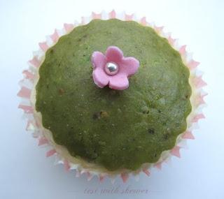 pretty saffron cupcakae