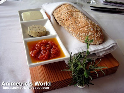 Complimentary bread basket at Restaurant Verbena