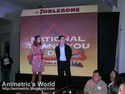 Host Karen Pamintuan and Kraft Senior Brand Manager Carlo Licuanan