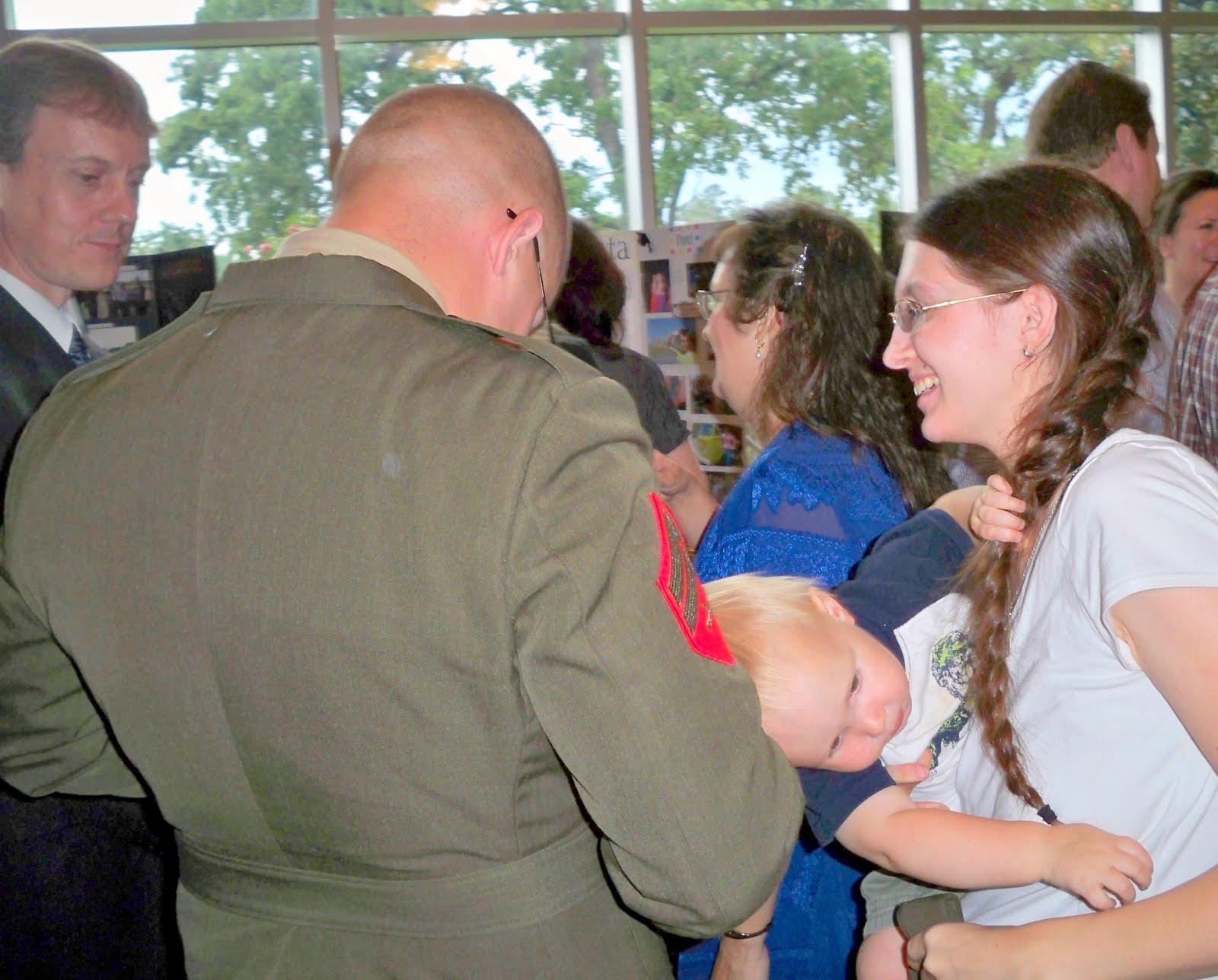 http://1.bp.blogspot.com/_n_wBd-PxRoI/TI1EWrrLCtI/AAAAAAAAMQI/g_csg41Q5yo/s1600/Visiting+with+Matt+and+Amanda.jpg
