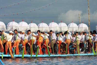 >Phaung-daw-oo pagoda festival