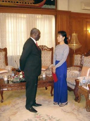 >Daw Suu tells UN envoy she's frustrated