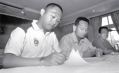 >striker Myo Hlaing Win becomes a soccer coach