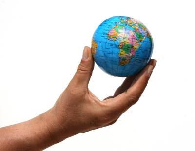 el mundo es pequeno para los dos: