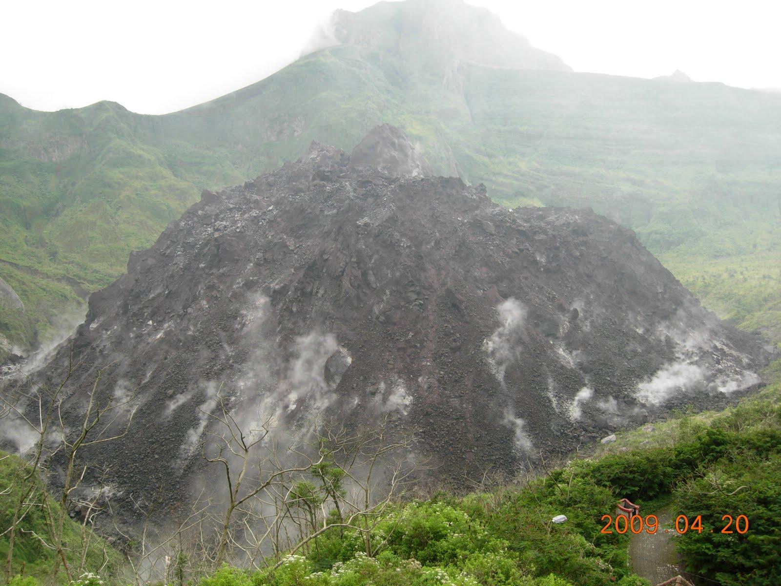 gunung kelud merupakan gunung api aktif dengan ketinggian 1791 mdpl