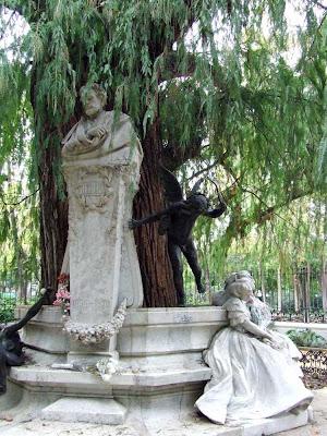 Estatua dedicada a Gustavo Adolfo Bécquer en el Parque de María Luisa