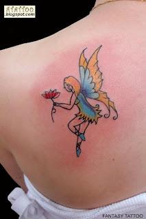 Fada tatuada nas costas