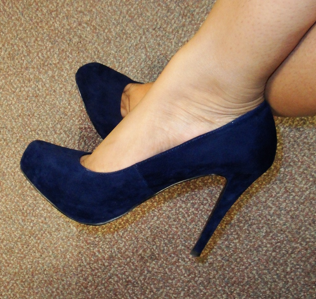 The Fancy Face: Navy Blue Suede SHOES