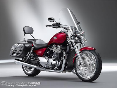 New 2010 2011 New Triumph Intros 2010 Thunderbird 1700 and SE Reviews and Specs