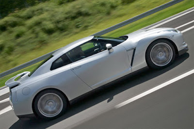 Nissan GT-R m.y. 2012: first pictures of the restyling 2011