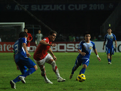 2010 Suzuki AFF Cup : Cristian Gonzalez Photo, Wallpaper and Reviews