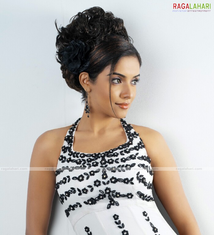 Asin in new hot looks