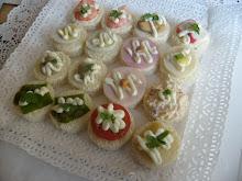 Cebiche estilo peruano minipizzas petitbouche brochetas