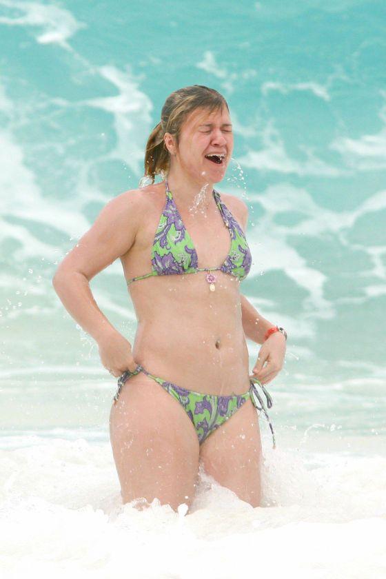 Bikini Niche Girls: KELLY CLARKSON in BIKINI