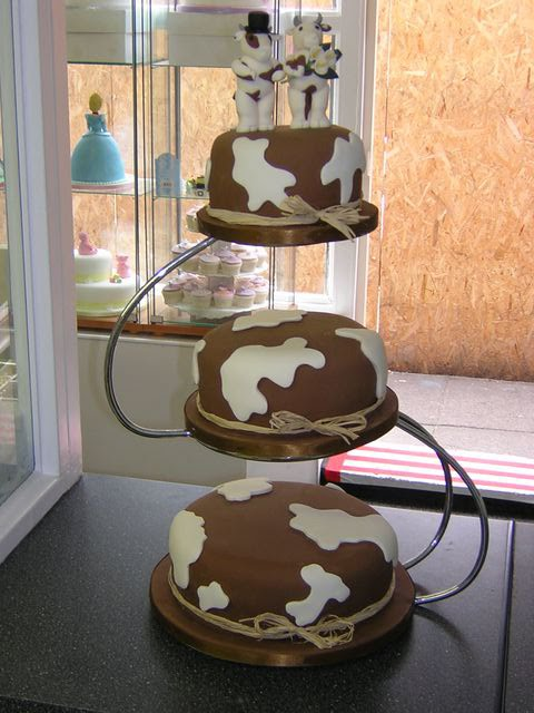 Cakechannel Com World Of Cakes Cow Theme Cake